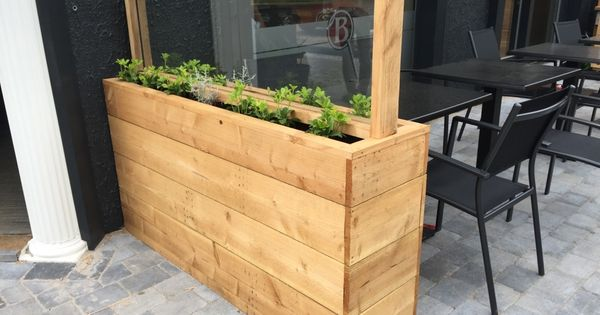Mooie bloembak voor op het terras sloophout hout bloembak planten terras horecainrichting - Bank terras hout ...