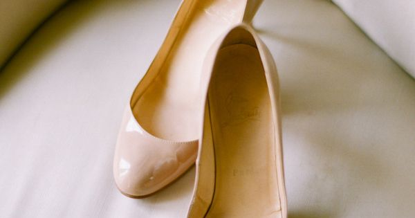 Nude Shoes!!! | classic nude loubies. Photography By / esthersunphoto.com, Wedding Planning