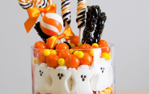 Halloween candy centerpiece! Very cute for a Halloween party!