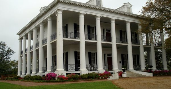Mississippi antebellum plantation homes this plantation for Plantation columns