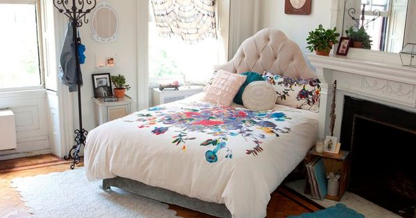Much love for urban outfitters i 39 m liking the caddy for Caddy corner bed