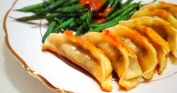 potstickers :) | If you're going to eat, do it right... | Pinterest