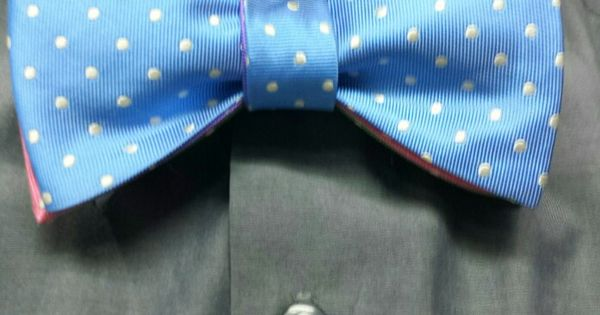 4 way reversible bowtie with a double looped knot to make it only blue in front