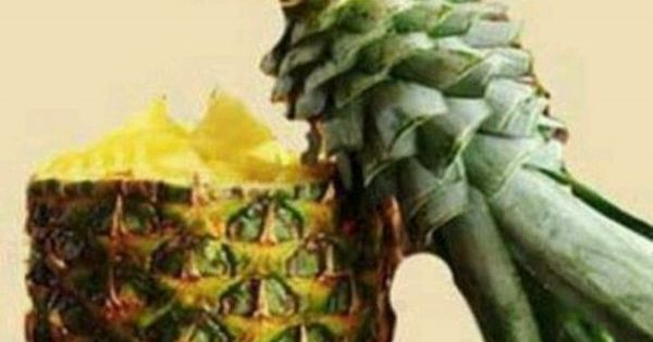 bird out of pineapple top...amazing pineapple fruit sculpture foodart party centerpiece