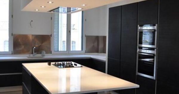 hotte encastr e plafond bas dans cuisine noire et blanche cuisine pinterest cuisine. Black Bedroom Furniture Sets. Home Design Ideas