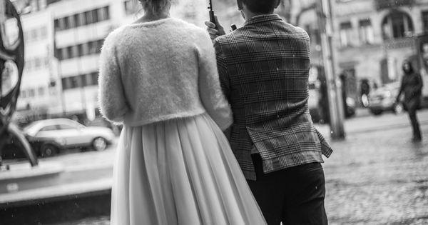 Hochzeitsfotograf In Saarbrucken Bei Regen Hochzeitsfoto Regen Hochzeitsfotograf Standesamtlich Heiraten