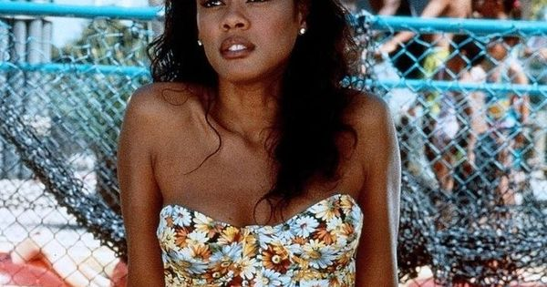 Lela Rochon had supreme hair in Waiting to Exhale. I still ...