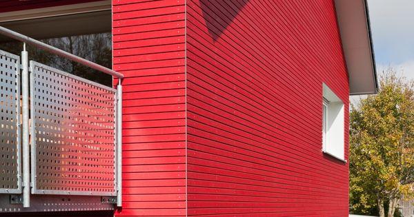 schönes wohnhaus mit roter holzfassade • cape cod rhombusleiste, Innenarchitektur ideen