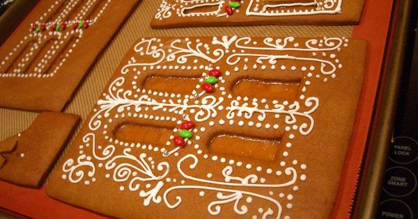 Cool gingerbread house templates gingerbread house for Cool designs for gingerbread houses