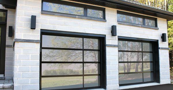 une porte de garage au look sophistiqu et moderne sophisticated and modern garage door. Black Bedroom Furniture Sets. Home Design Ideas