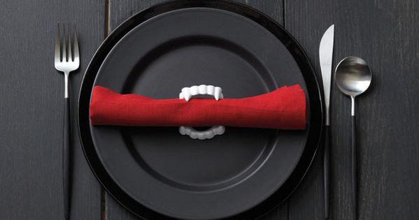 INSPIRATION - Fang Napkin Holders : use plastic vampire fangs as napkin
