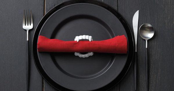 INSPIRATION - Fang Napkin Holders : use plastic vampire fangs as napkin
