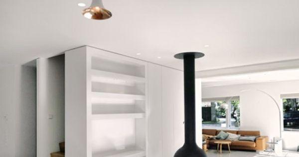 ruimtelijkheid-in-woonkamer-en-een-bijzonder-vormgegeven-lamp ...