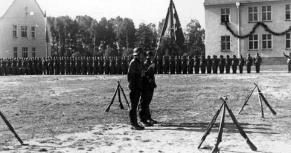 Den Norske Legion Norwegian Legion Oath Ceremony In Fallingbostel 3 October 1941 The Soldier Who Is Holding The Flag Of Viken B Legion Battalion Old Names