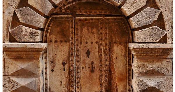 Une des vieilles portes de la cit m di vale pezenas h rault france par - Construire une cite medievale ...