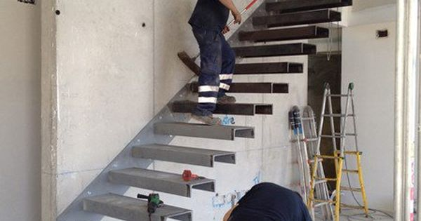Como hacer escalera empotrada en muro alba iler a for Construir escalera interior