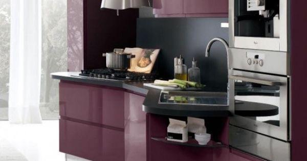 Cocina integral contempor nea en color berenjena cocina for Cocinas color berenjena