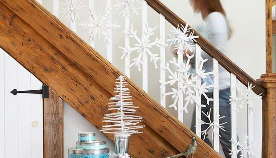 Christmas Garland Decorating Ideas - snowflakes on stairs.