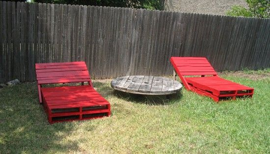 This is awesome! Wood pallets made into outdoor lounge chairs