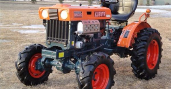 Kubota B7100 Backhoe Attachment : Kubota tractor almost looks like a jacked up racing