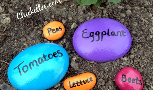 Homemade Garden Markers | These garden stones are bright and colorful and