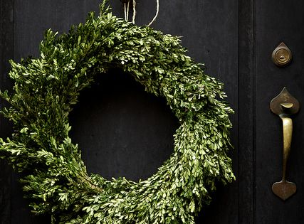 [Winter] Black Door + Boxwood Wreath Winter Decor