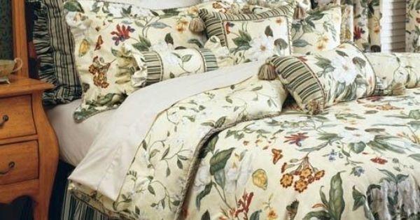 Waverly Williamsburg Garden Images 4 Piece Queen Comforter