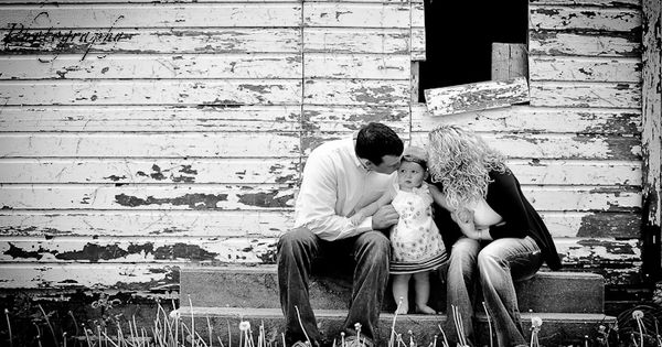 One Year old photo shoot session at a farm. Family pictures for
