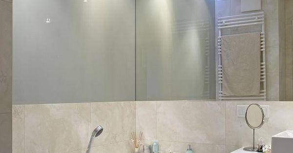 indirekte deckenbeleuchtung und spiegelwand im kleinen bad, Innenarchitektur ideen