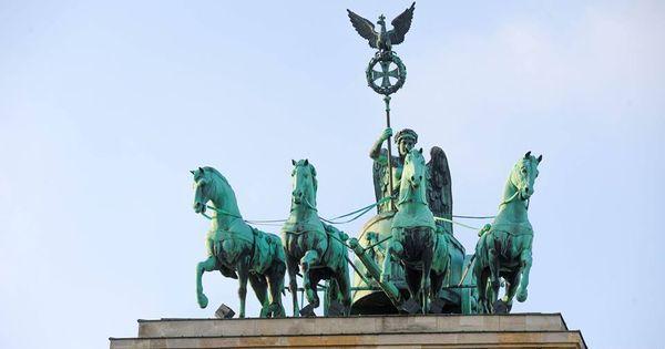 Berlin Zimoj Irina Romanchenko Monument Berlin Statue