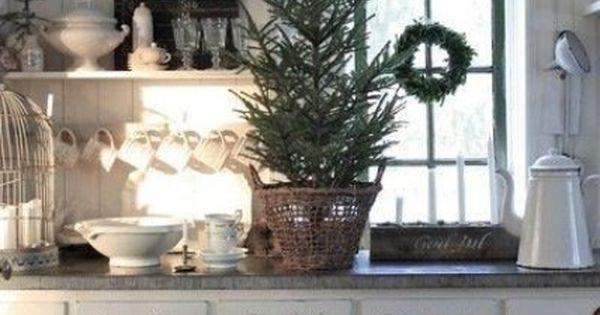 40 cozy christmas kitchen d cor ideas digsdigs for Petite maison de noel decoration