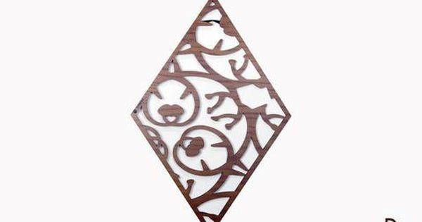 تابلوه مودرن دايموند الشكل مصنوع من أجود أنواع خشب البلي وود التصميم مفرغ بالكامل وهو عبارة عن زخرفة لأحد أنواع أوراق وغصون الأشجار الجذابة هذا التابلوه سيكون