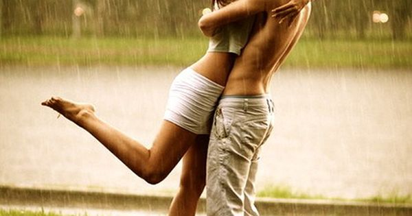 Couple - Photography - Kiss - Rain - Kissing in the rain