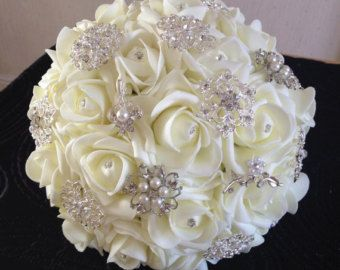 Mazzo Di Fiori Per 25 Anni Di Matrimonio.White Foam Rose Brooch Bouquet In 2019 Bling Bouquet Foam Roses