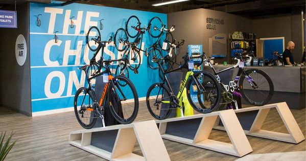 Brand Stores Giant Bicycles Retail Whiteroom With Images Retail Interior Design Giant Bicycle Retail Interior