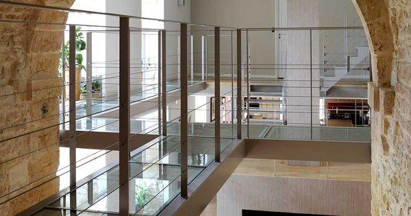 les escaliers m talliques ainsi que les passerelles recevant des dalles de verre feuillet. Black Bedroom Furniture Sets. Home Design Ideas