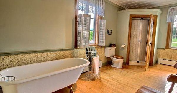 cacher la douche moderne derrière une porte   maison centenaire - renovation electricite maison ancienne