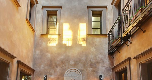 Cour int rieure typique maisons de r ve en italie for Maison italienne architecture