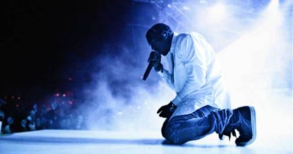 Kanye West Rants About Jay Z Suit Tie And Sleeping With Famous Women Kanye West Wallpaper Kanye West Live Kanye West