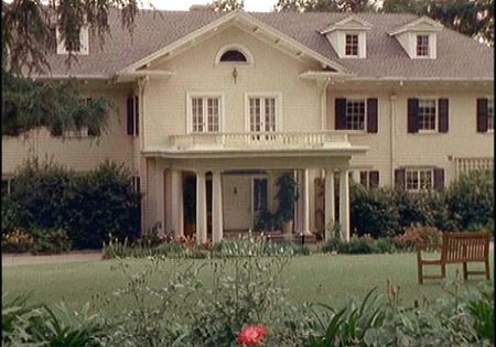 The 7th Heaven House Photo Famous Houses Portico Entry House