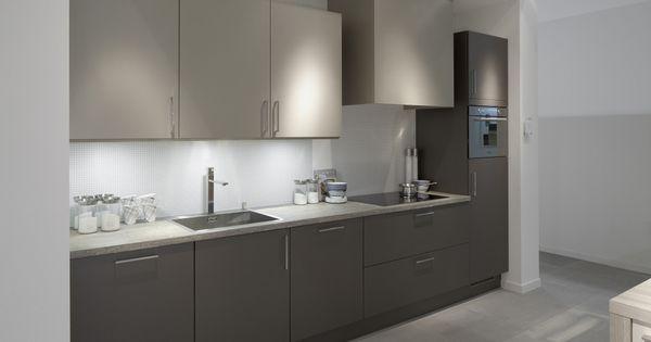 Moderne keuken uit de whuyscollectie van van wanrooij keuken badkamer en tegel warenhuys for Kies een badkamer tegel