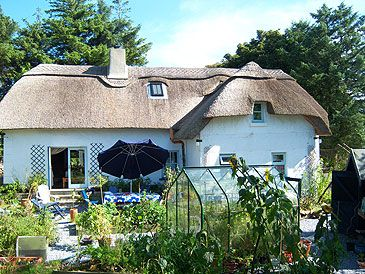 Irish Cottages For Sale In Ireland Hubpages Irish Cottage Thatched Cottage Irish Cottage Decor