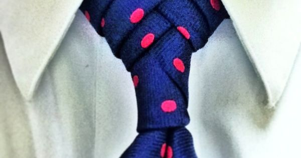 #Fishboneknot. Click though to watch and learn this necktie knot. polka dots #knots #neckties | See more about Knot, Necktie Knots and Polka Dots.