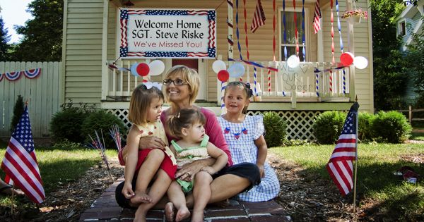 Welcome home yard decorations deployment pinterest for Military welcome home party decorations