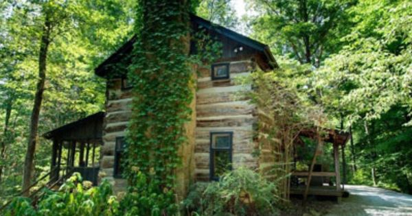Brown county cabins hilltop suites near bean blossom for Ponte coperto cabina brown county