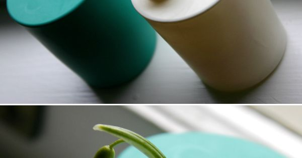 Turn a glass into a mini vase with a balloon. smart. diy
