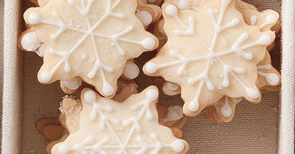 20 christmas cookie recipes. Like the piping on the snowflake cookie