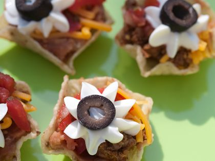tiny taco cups. Great party idea