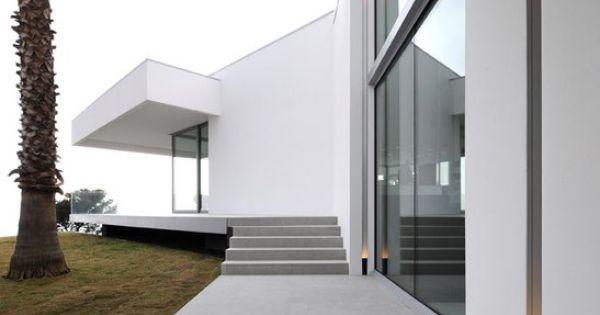 Private house in the south of france sleek lighting - Innen und auayen architektur ...