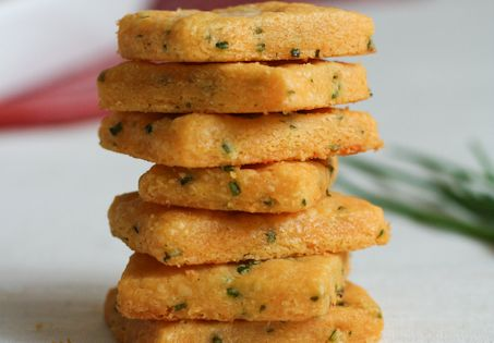 cheddar and chive shortbread cookie